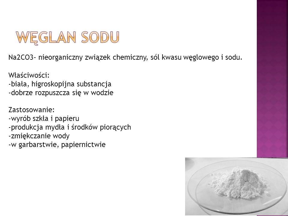 Na2CO3- nieorganiczny związek chemiczny, sól kwasu węglowego i sodu. Właściwości: -biała, higroskopijna substancja -dobrze rozpuszcza się w wodzie Zas