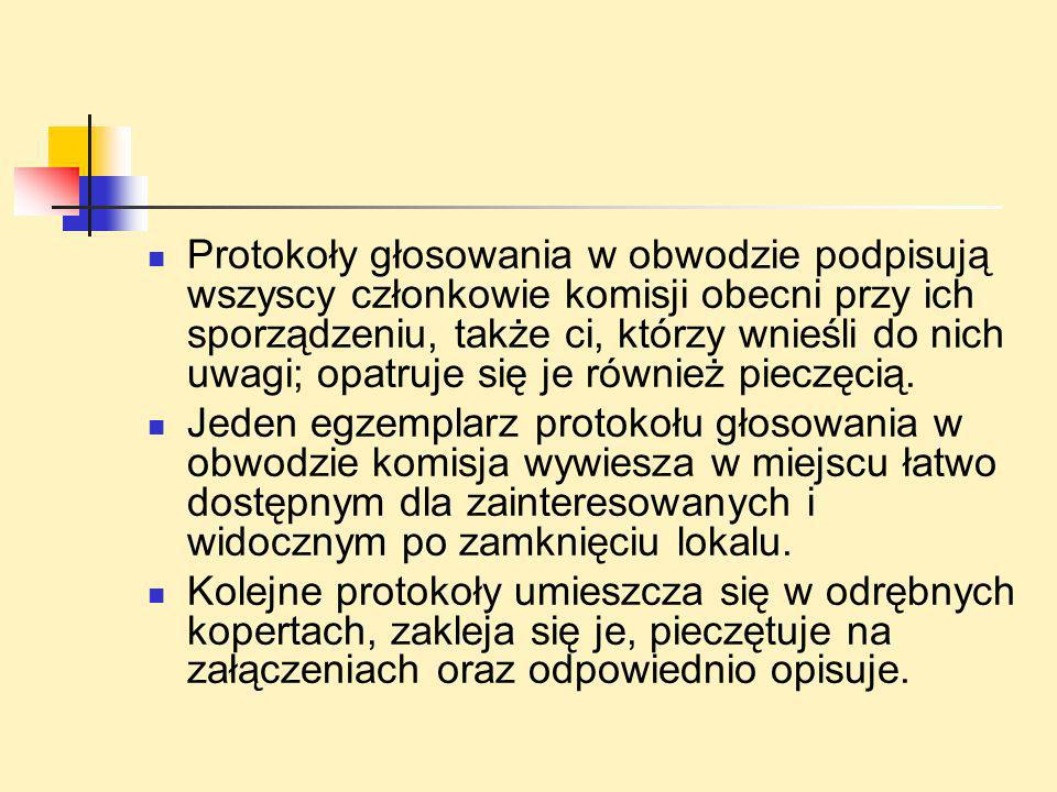 Protokoły głosowania w obwodzie podpisują wszyscy członkowie komisji obecni przy ich sporządzeniu, także ci, którzy wnieśli do nich uwagi; opatruje si
