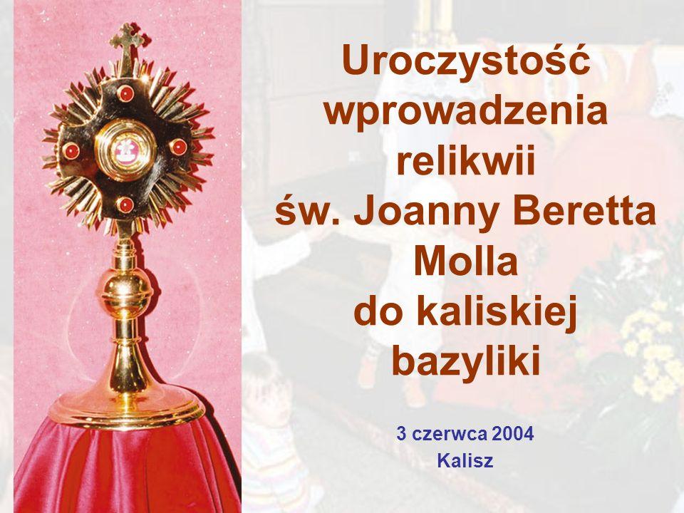 Uroczystość wprowadzenia relikwii św. Joanny Beretta Molla do kaliskiej bazyliki 3 czerwca 2004 Kalisz