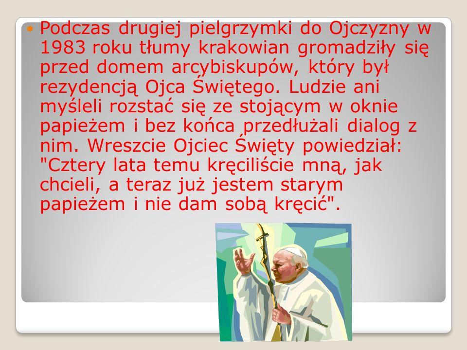 Podczas drugiej pielgrzymki do Ojczyzny w 1983 roku tłumy krakowian gromadziły się przed domem arcybiskupów, który był rezydencją Ojca Świętego.