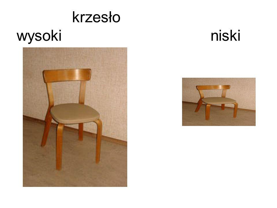 To krzesło jest wysokie, a tamto krzesło jest niskie.
