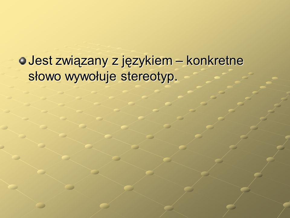 Jest związany z językiem – konkretne słowo wywołuje stereotyp.