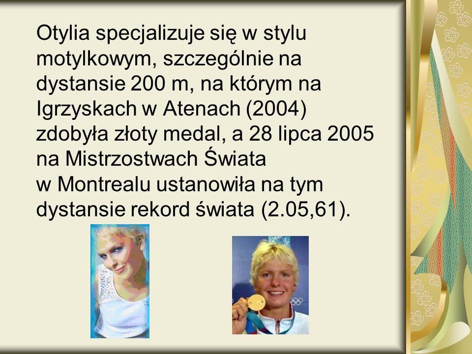Otylia specjalizuje się w stylu motylkowym, szczególnie na dystansie 200 m, na którym na Igrzyskach w Atenach (2004) zdobyła złoty medal, a 28 lipca 2005 na Mistrzostwach Świata w Montrealu ustanowiła na tym dystansie rekord świata (2.05,61).