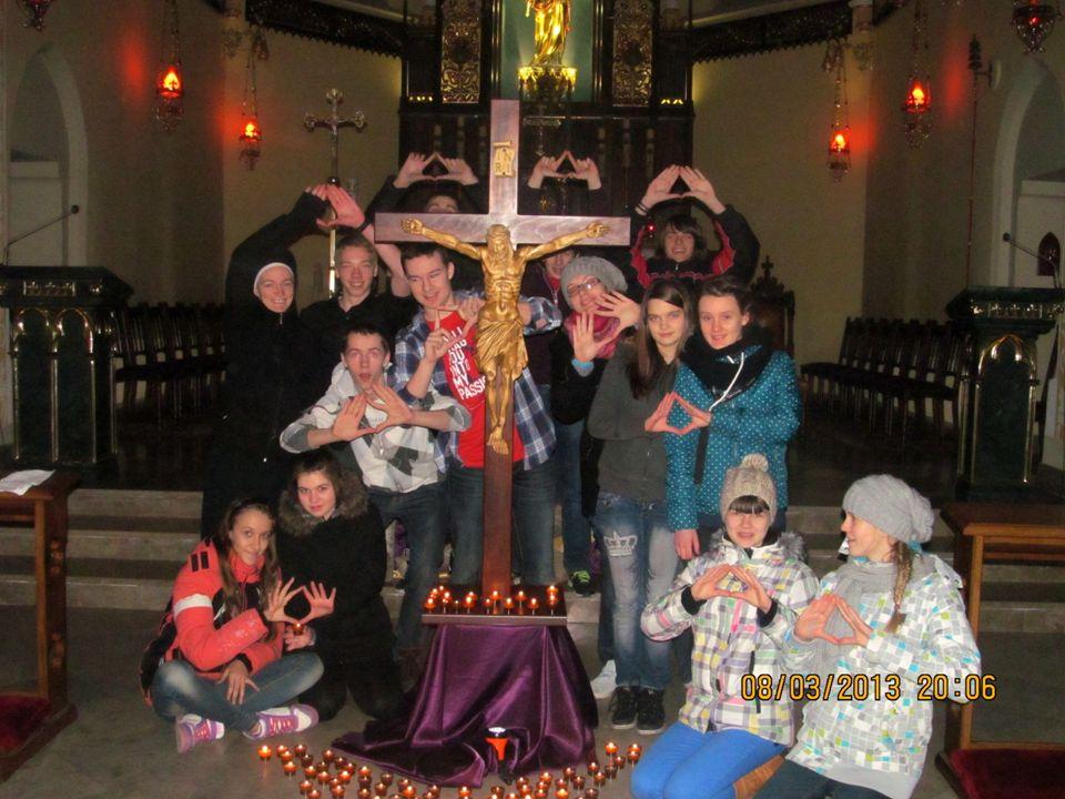 Przez cały okres Wielkiego Postu gromadziliśmy się w każdy piątek na wspólnej modlitwie podczas nabożeństwa Drogi Krzyżowej.