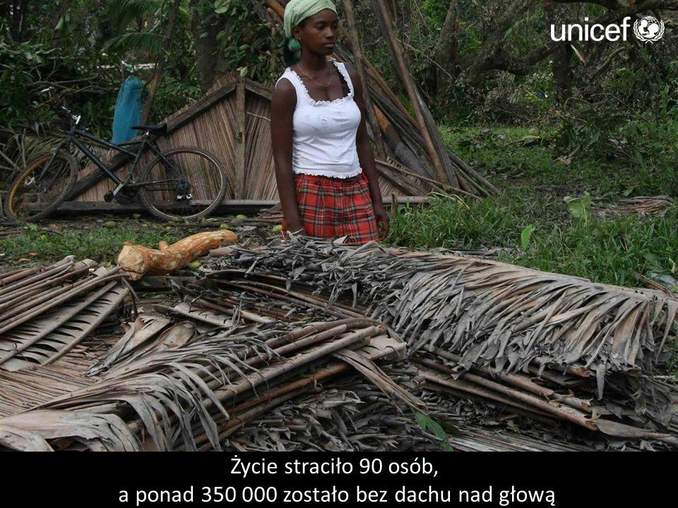 Życie straciło 90 osób, a ponad 350 000 zostało bez dachu nad głową