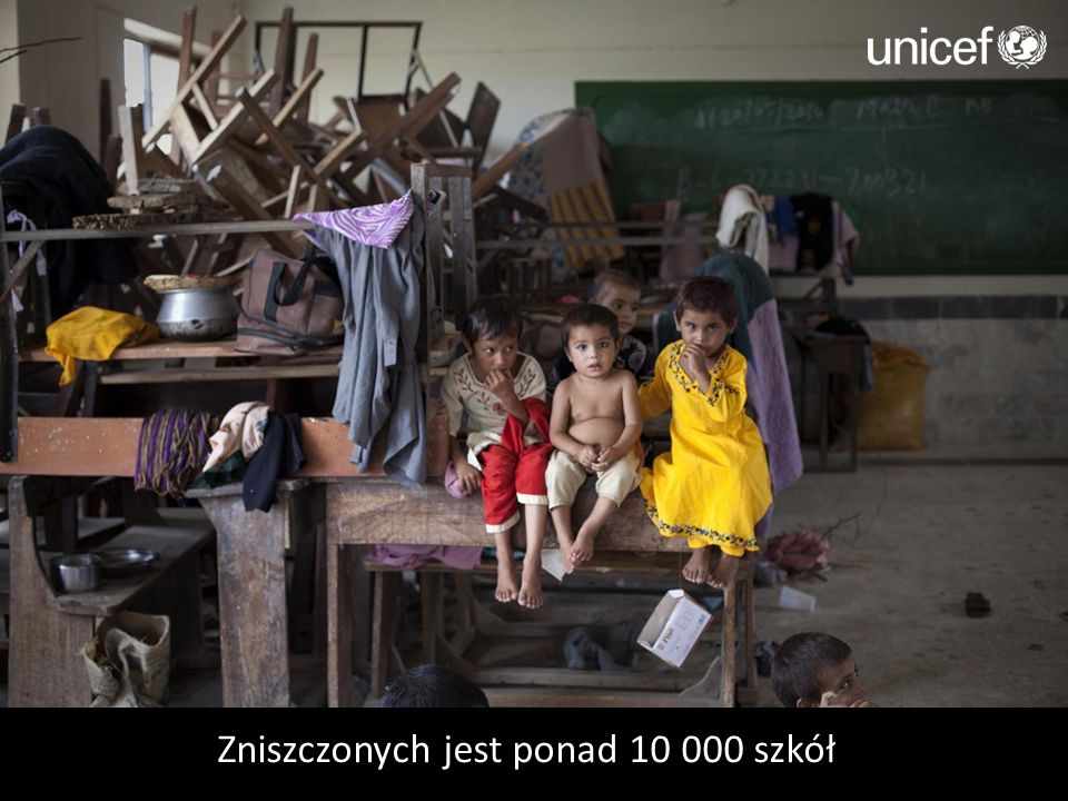 Zniszczonych jest ponad 10 000 szkół