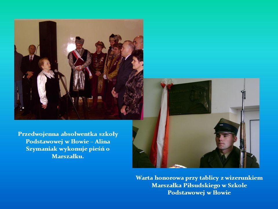Warta honorowa przy tablicy z wizerunkiem Marszałka Piłsudskiego w Szkole Podstawowej w Iłowie Przedwojenna absolwentka szkoły Podstawowej w Iłowie –