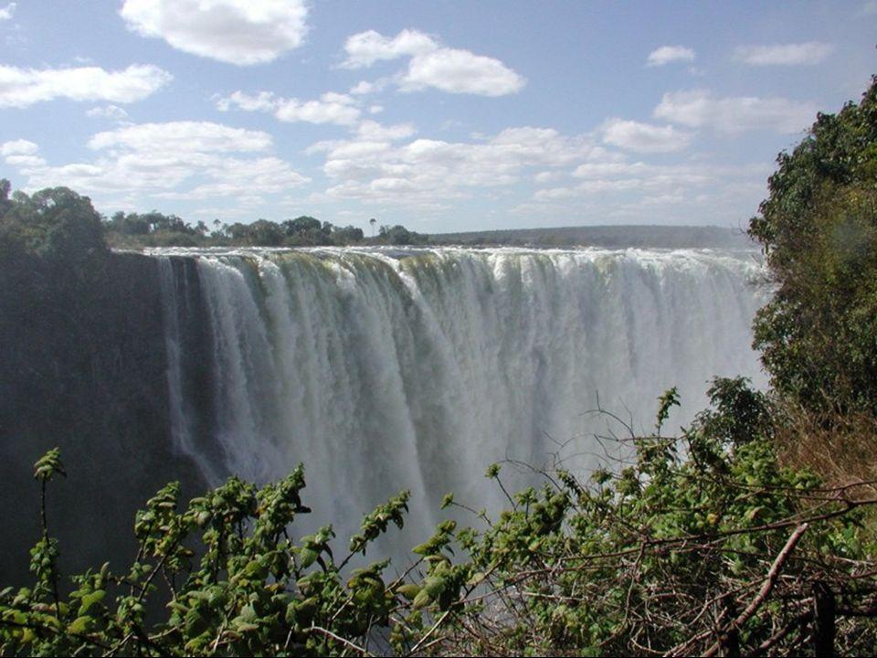 Słynny wodospad na rzece Zambezi. Położony jest na granicy prowincji Livingstone w Zambii i prowincji Hwange w Zimbabwe. Ma on 1700 metrów szerokości