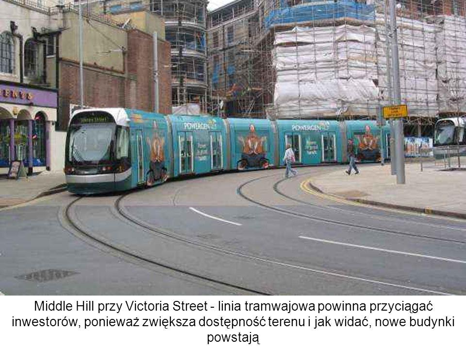 Middle Hill przy Victoria Street - linia tramwajowa powinna przyciągać inwestorów, ponieważ zwiększa dostępność terenu i jak widać, nowe budynki powst