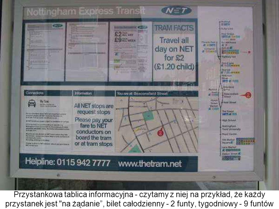 Przystankowa tablica informacyjna - czytamy z niej na przykład, że każdy przystanek jest