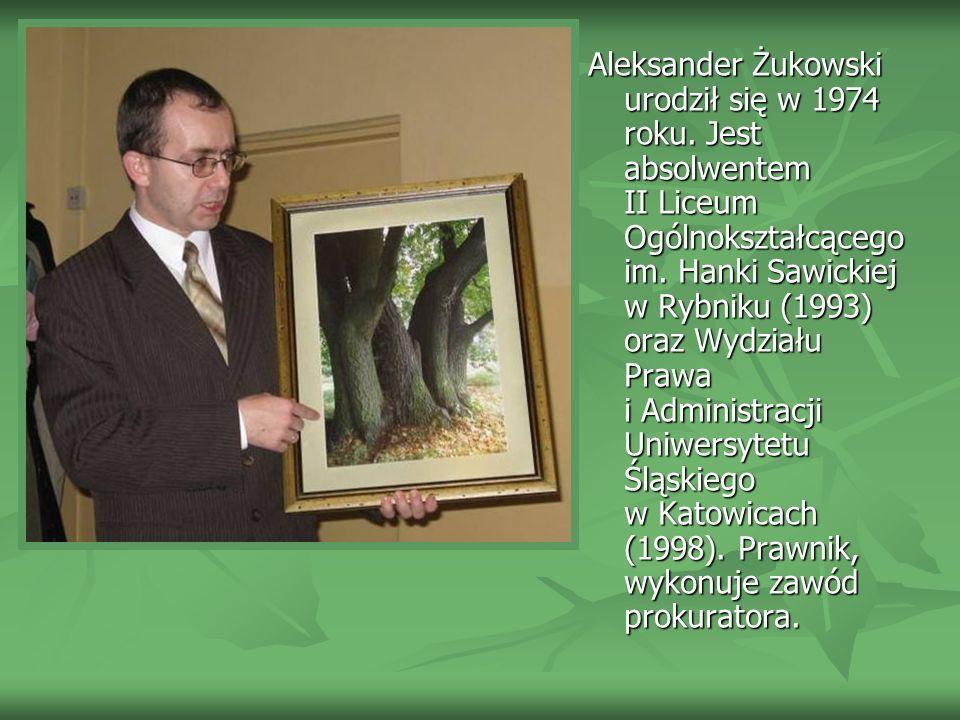 Aleksander Żukowski urodził się w 1974 roku.Jest absolwentem II Liceum Ogólnokształcącego im.