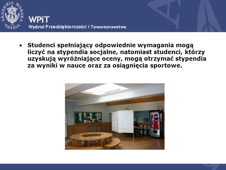 Do dyspozycji studentów spoza Trójmiasta oddano około 650 miejsc w Domach Studenckich usytuowanych bardzo blisko siedziby uczelni.