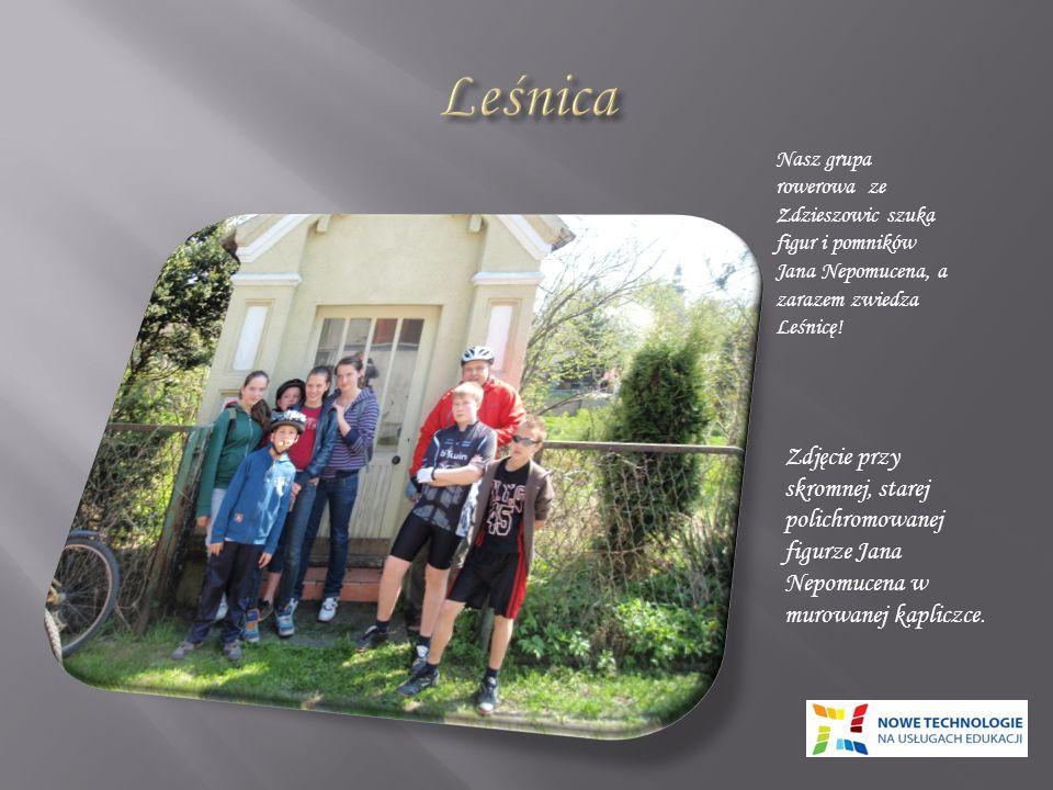 Nasz grupa rowerowa ze Zdzieszowic szuka figur i pomników Jana Nepomucena, a zarazem zwiedza Leśnicę.