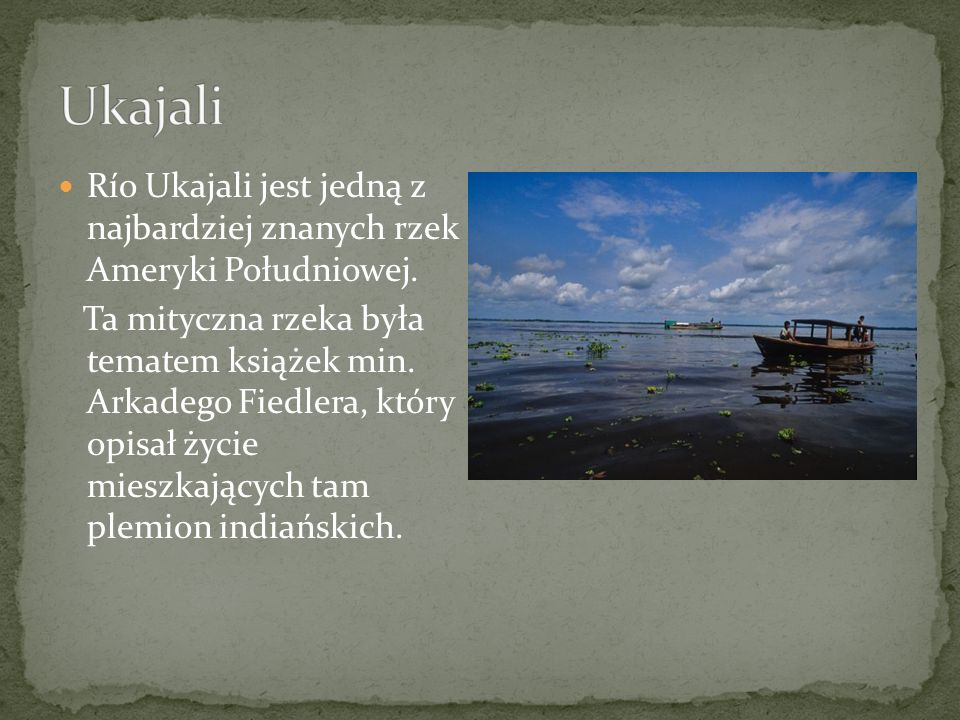 Statek na UkajaliMini port nad rzeką