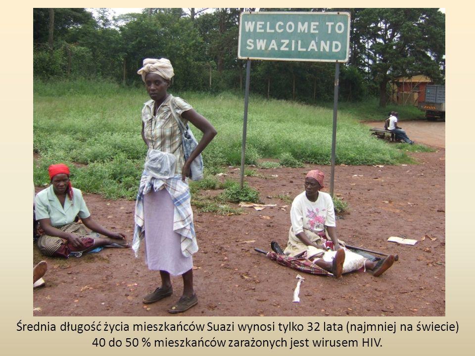 Średnia długość życia mieszkańców Suazi wynosi tylko 32 lata (najmniej na świecie) 40 do 50 % mieszkańców zarażonych jest wirusem HIV.