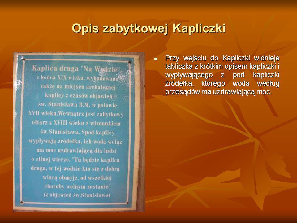 Opis zabytkowej Kapliczki Przy wejściu do Kapliczki widnieje tabliczka z krótkim opisem kapliczki i wypływającego z pod kapliczki źródełka, którego wo