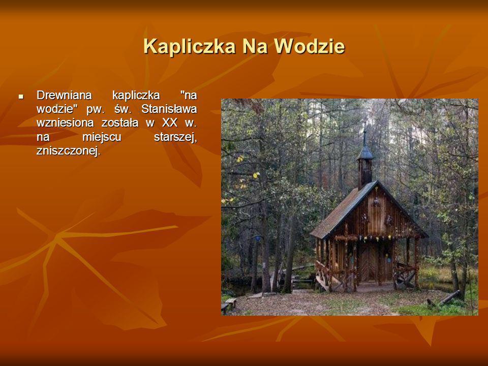 Kapliczka Na Wodzie Drewniana kapliczka