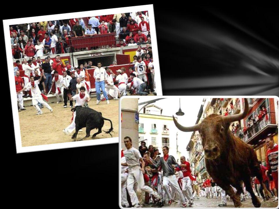 HISZPAŃSKIE FIESTY W ciągu całego roku prawie każdego dnia odbywa się gdzieś w Hiszpanii jakaś fiesta.