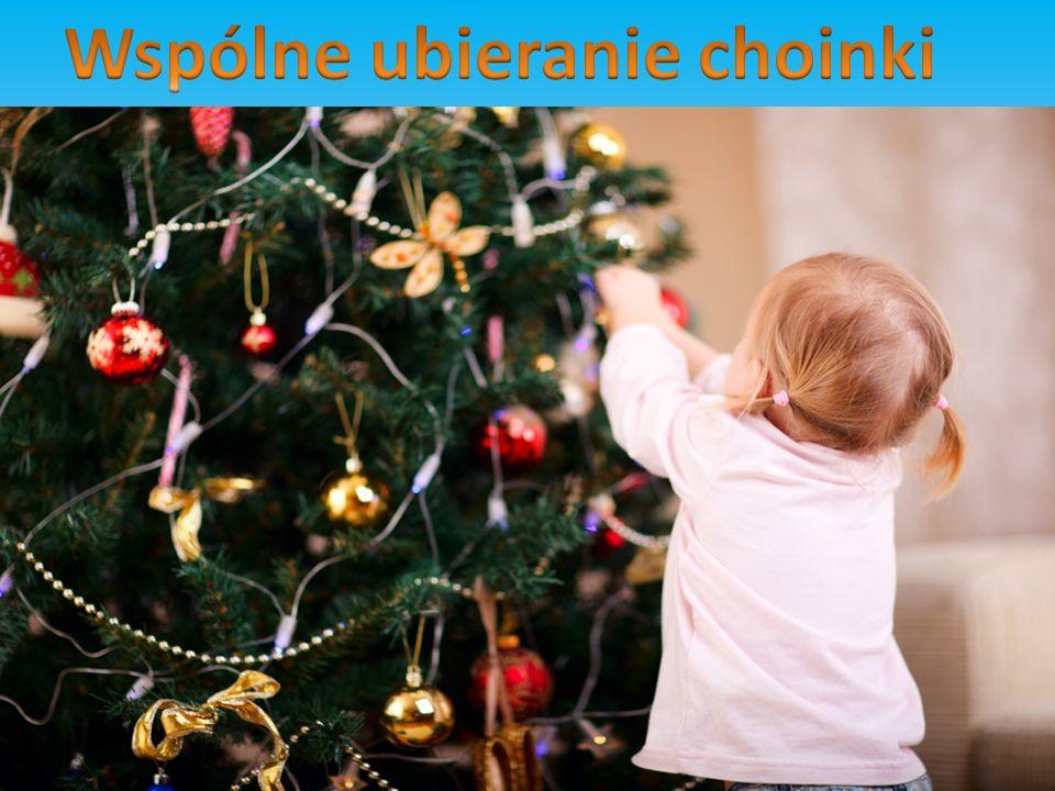 Kolęda to pieśń bożonarodzeniowa, utrzymana w temacie ściśle religijnym, natomiast pastorałka nawiązuje do życia codziennego.