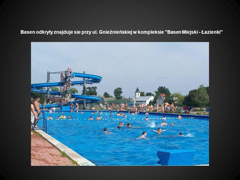 Basen odkryty znajduje sie przy ul. Gnieźnieńskiej w kompleksie Basen Miejski - Łazienki