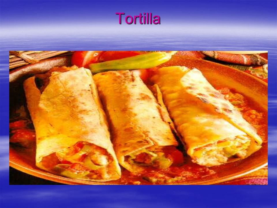 Przepis na tacos Skład: 2 piersi z kurczaka Zielona papryka 1 puszka pomidorów Ser żółty 1 cebulka Oliwa Sól, pieprz Papryka mielona, curry 2 muszle taco Sposób wykonania: Posiekana cebulkę zeszklić na oliwie, dodać pokrojonego kurczaka, posolić, popieprzyć, posypać curry i papryką..