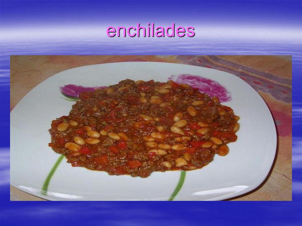 Burritos Składniki: Farsz: 1 pierś z kurczaka 2 puszki czerwonej fasoli (można dodać jeszcze 1 puszkę, bedzie więcej) 1 puszka pomidorów 2-3 cebule 2 ząbki czosnku 20-30 dkg sera żółtego 1 papryczka chili lub przyprawa chili przyprawa papryka na ostro szczypior pieprz, sól, bazylia, oregano, pół łyżeczki cynamonu oliwa Ciasto: mąka, woda, oliwa