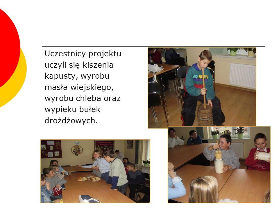Wystawa prac Podczas przeglądu były wystawione prace dzieci i młodzieży wykonane w ramach projektu Z przeszłością w przyszłość