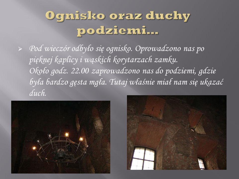 Pod wieczór odbyło się ognisko.Oprowadzono nas po pięknej kaplicy i wąskich korytarzach zamku.