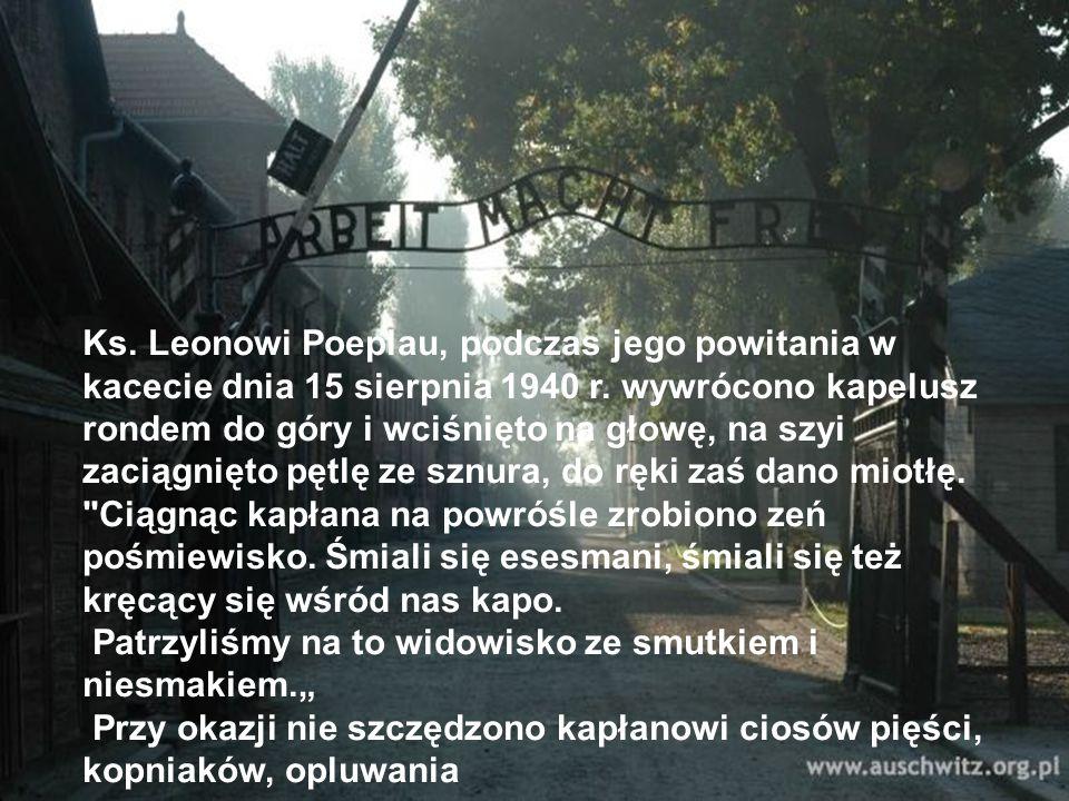 Ks. Leonowi Poeplau, podczas jego powitania w kacecie dnia 15 sierpnia 1940 r. wywrócono kapelusz rondem do góry i wciśnięto na głowę, na szyi zaciągn