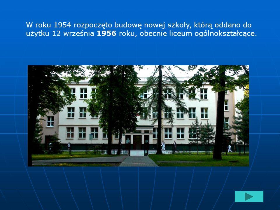 Początki szkolnictwa na terenie Poniatowej sięgają roku 1949 kiedy władze oświatowe podjęły decyzję w sprawie utworzenia szkoły podstawowej. Zlokalizo