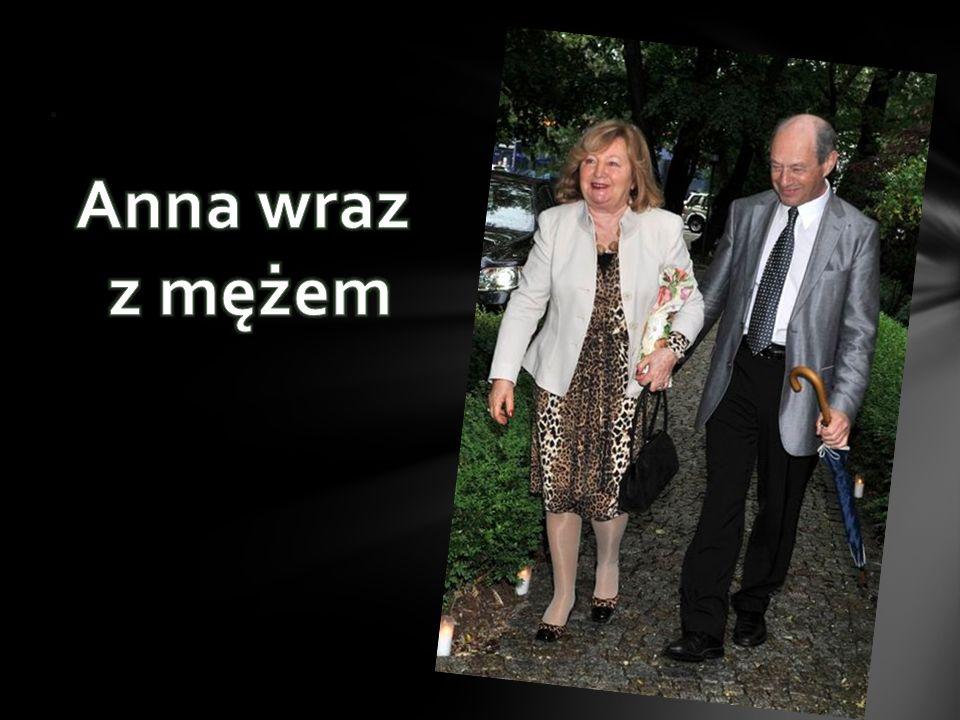 Businesswoman Roku 2007 – tytuł ten otrzymała prezes Anna Podniesińska za stworzenie i 18 lat kierowania odnoszącym sukcesy holdingiem firm rodzinnych
