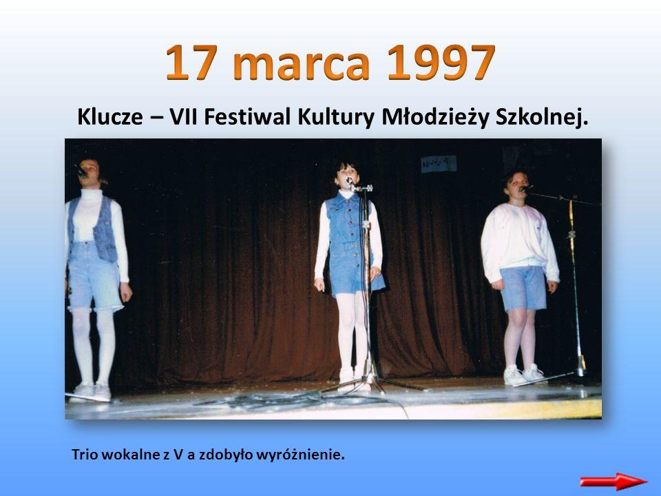 Klucze – VII Festiwal Kultury Młodzieży Szkolnej. Zespół wokalno – taneczny z kl. III b zakwalifikował się do konkursu wojewódzkiego. ( opiekun – M. D