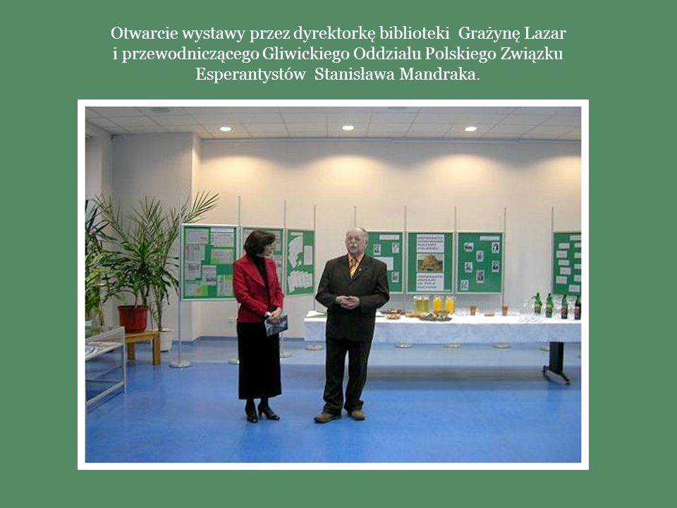 Otwarcie wystawy przez dyrektorkę biblioteki Grażynę Lazar i przewodniczącego Gliwickiego Oddziału Polskiego Związku Esperantystów Stanisława Mandraka.