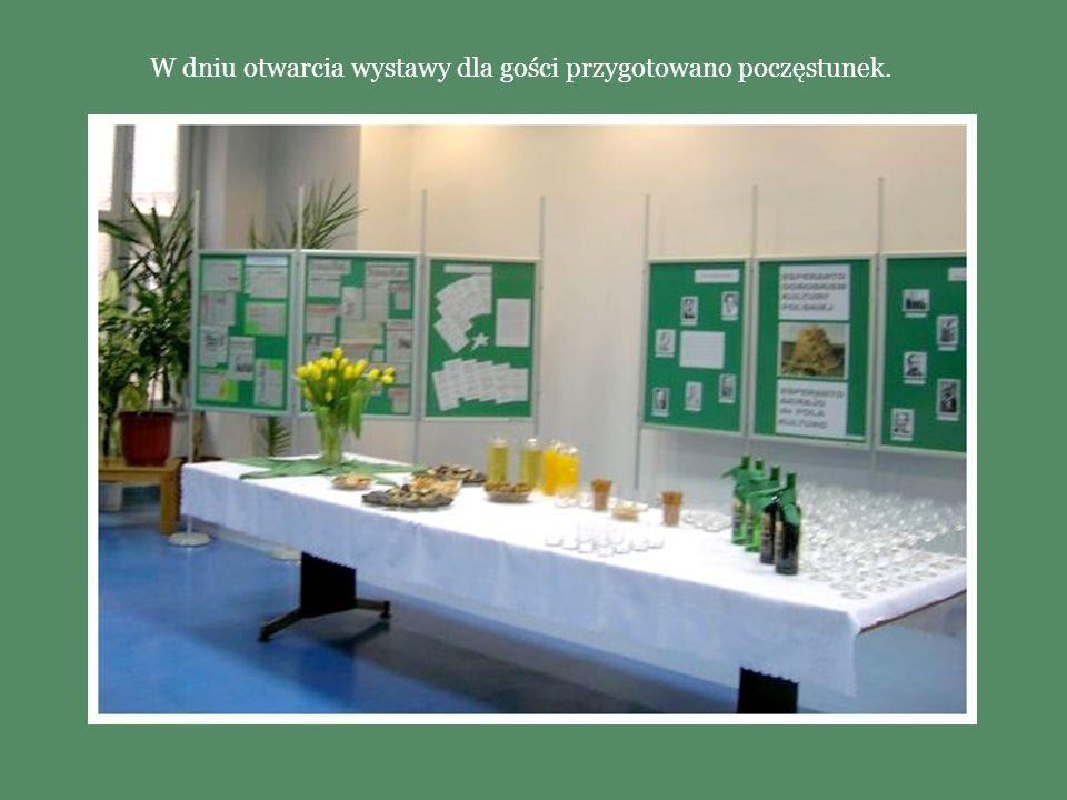 W dniu otwarcia wystawy dla gości przygotowano poczęstunek.