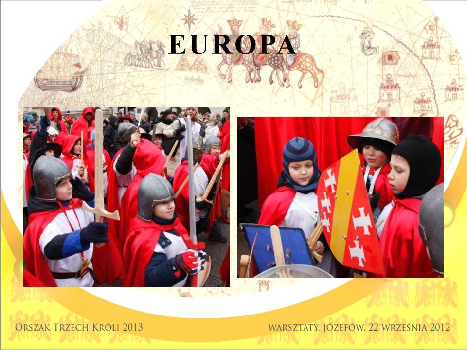 ORSZAK EUROPEJSKI kolor czerwony Rycerze STRÓJ PODSTAWOWY Czerwony płaszcz z kapturem Biały T-shirt lub koszula (pod czerwony płaszcz, na kurtkę) Pas ELEMENTY DODATKOWE Srebrny hełm lub kaptur Miecz (młodsi) Włócznia czerwona ze srebrnym grotem (starsi) Tarcza