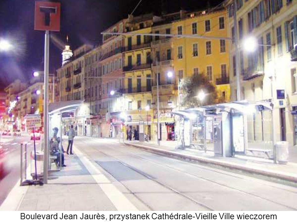 Boulevard Jean Jaurès, przystanek Cathédrale-Vieille Ville wieczorem