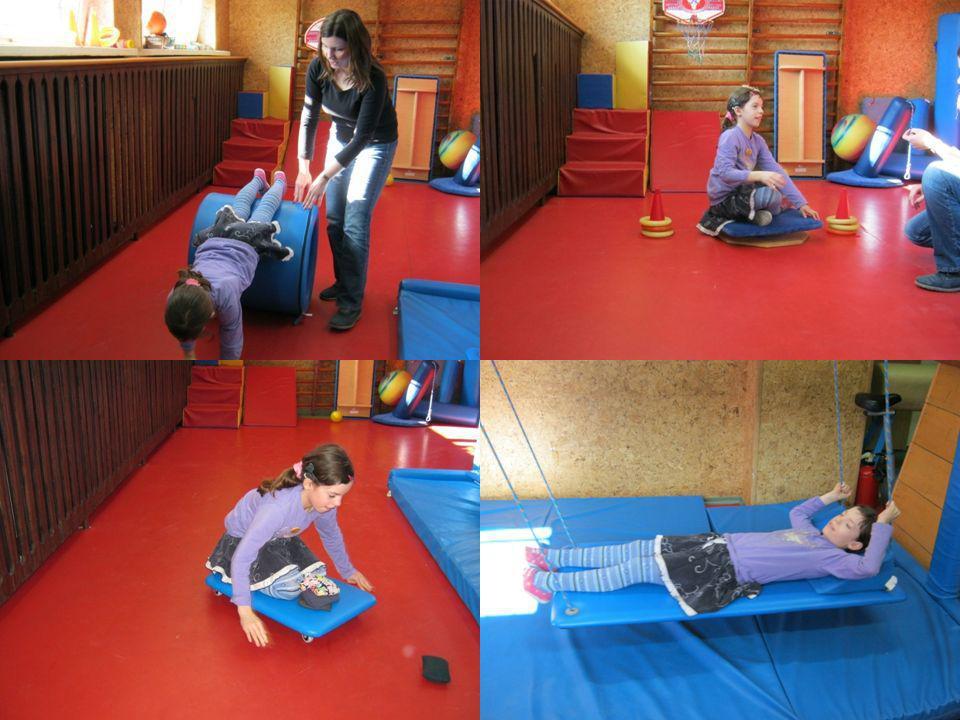 Głównym zadaniem terapii jest dostarczenie kontrolowanej ilości bodźców w taki sposób, że dziecko spontanicznie będzie przystosowywało i poprawiało in