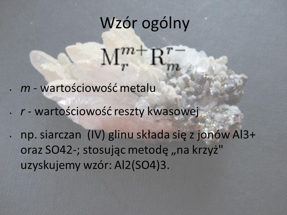 Wzór ogólny m - wartościowość metalu r - wartościowość reszty kwasowej np. siarczan (IV) glinu składa się z jonów Al3+ oraz SO42-; stosując metodę na