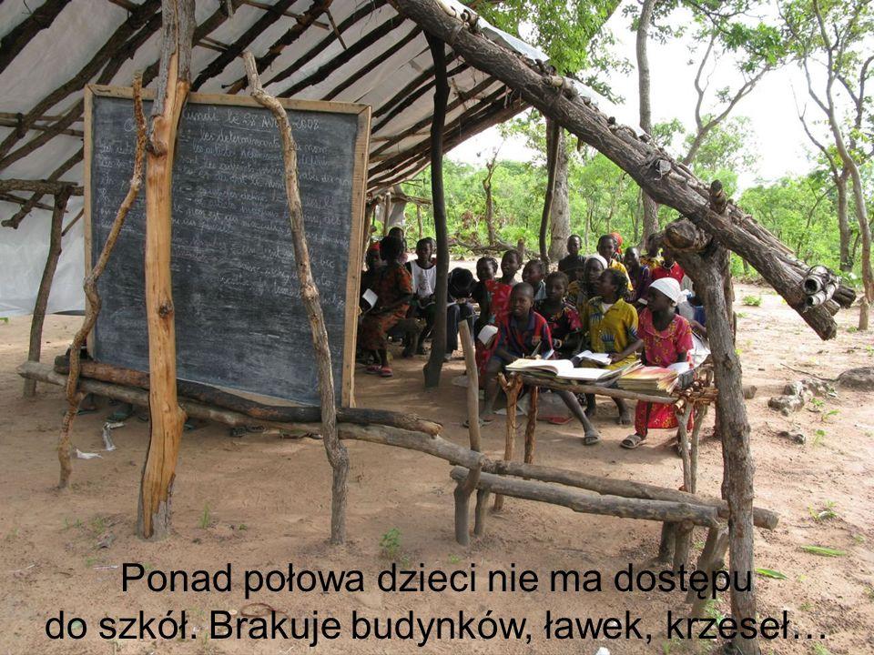 Ponad połowa dzieci nie ma dostępu do szkół. Brakuje budynków, ławek, krzeseł…
