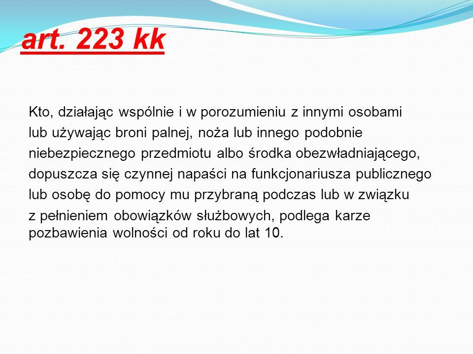 art. 223 kk Kto, działając wspólnie i w porozumieniu z innymi osobami lub używając broni palnej, noża lub innego podobnie niebezpiecznego przedmiotu a