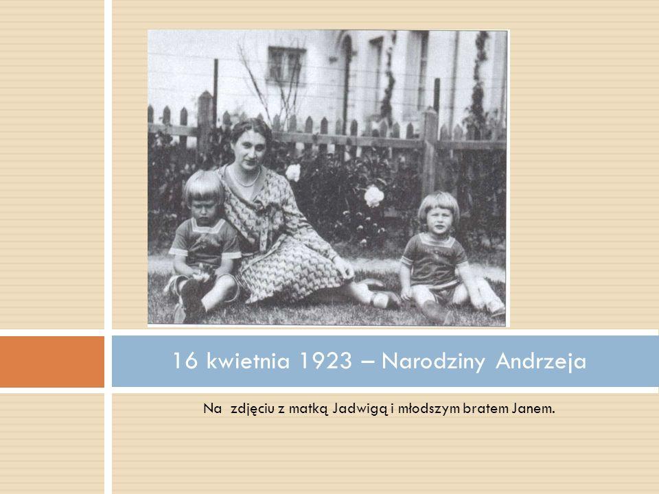 Na zdjęciu z matką Jadwigą i młodszym bratem Janem. 16 kwietnia 1923 – Narodziny Andrzeja
