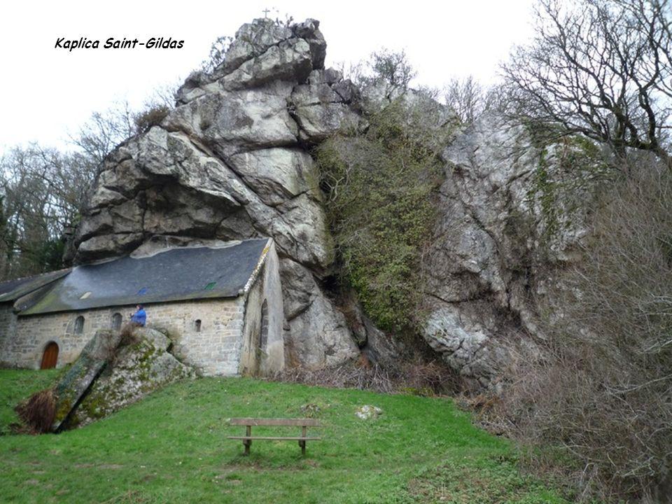 Kaplica Saint-Gildas nad rzeką Blavet we francuskiej Bretanii. Jej najnowsze elementy konstrukcyjne datuje się na 1837 rok