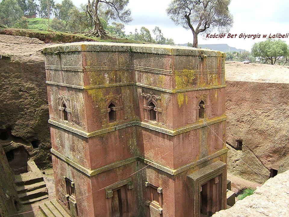 Kościół Bet Giyorgis w Lalibeli, w Etiopii jest budowlą monolityczną zbudowaną na planie krzyża greckiego. Jest najnowszym i najlepiej znanym w świeci