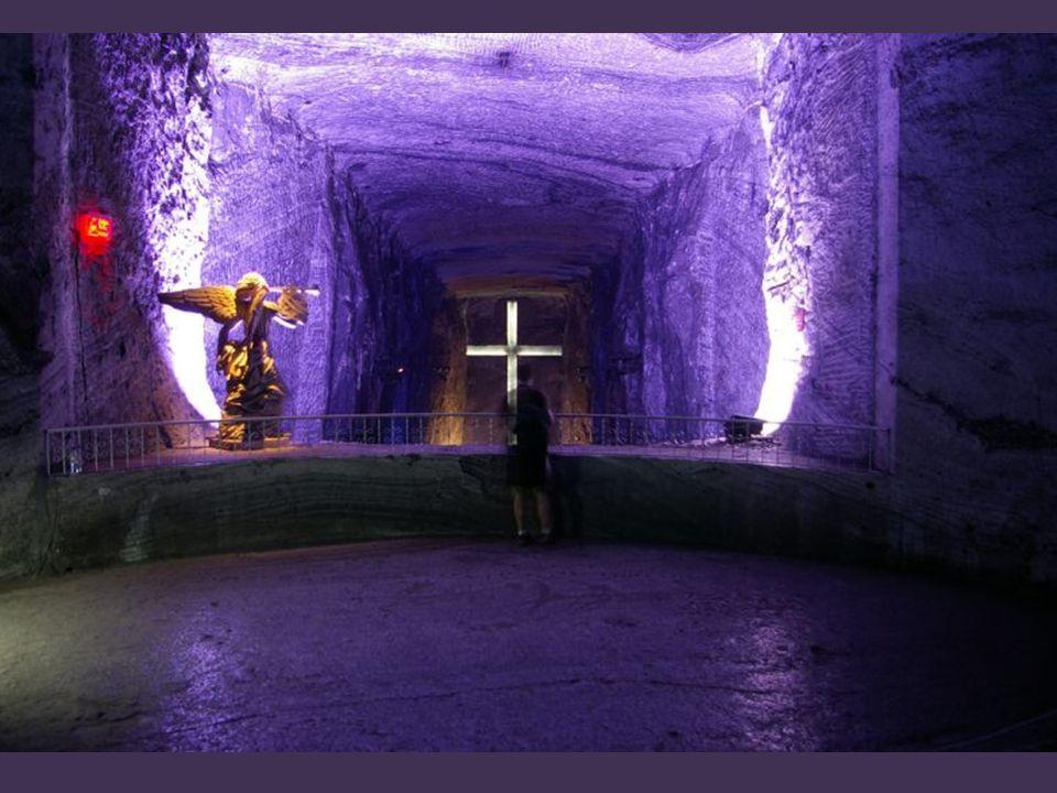 Transparentny kościół – wnętrza – Limburgia- Belgia