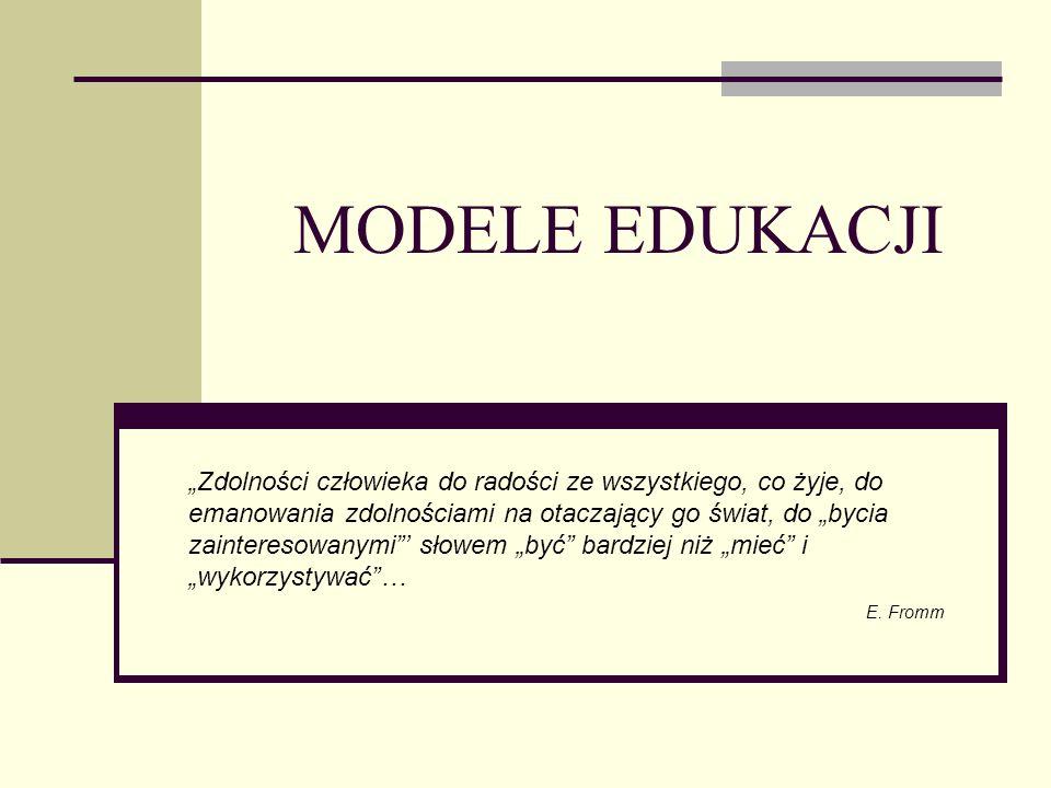 MODEL TRADYCYJNY nauczyciel jest posiadaczem wiedzy, uczeń oczekiwanym odbiorcą centralne elementy tej edukacji to wykład i egzamin.
