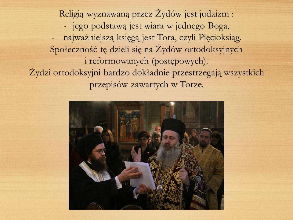 Religią wyznawaną przez Żydów jest judaizm : -jego podstawą jest wiara w jednego Boga, - najważniejszą księgą jest Tora, czyli Pięcioksiąg. Społecznoś