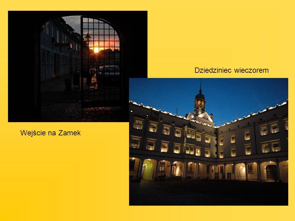 Wejście na Zamek Dziedziniec wieczorem