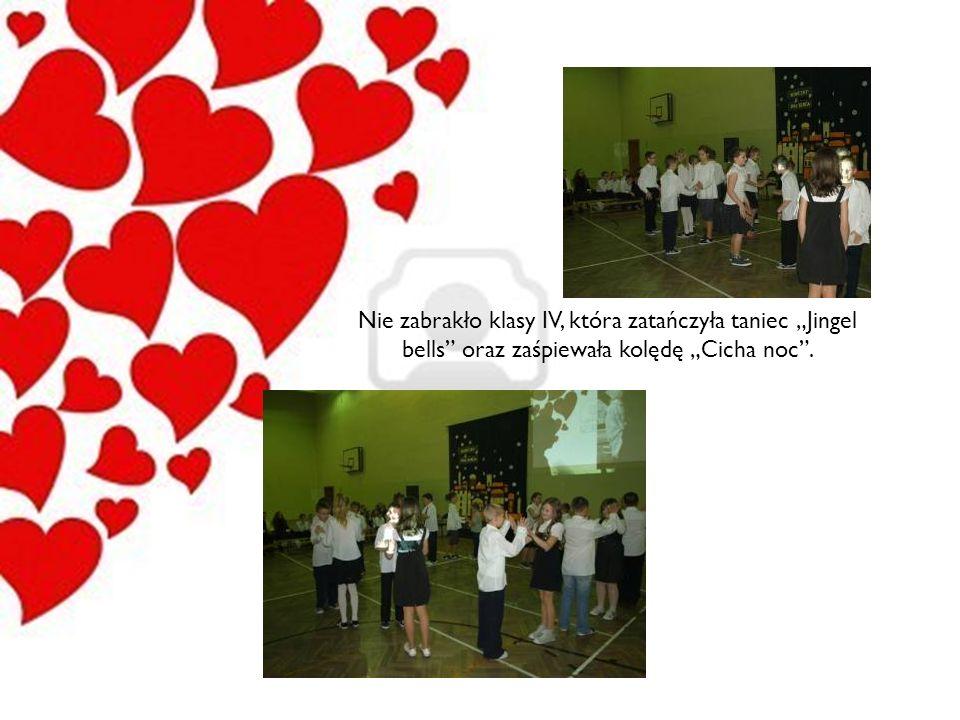Nie zabrakło klasy IV, która zatańczyła taniec Jingel bells oraz zaśpiewała kolędę Cicha noc.