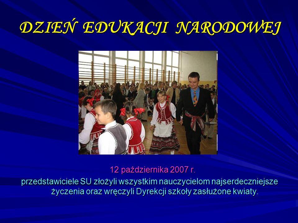DZIEŃ EDUKACJI NARODOWEJ 12 października 2007 r. przedstawiciele SU złożyli wszystkim nauczycielom najserdeczniejsze życzenia oraz wręczyli Dyrekcji s
