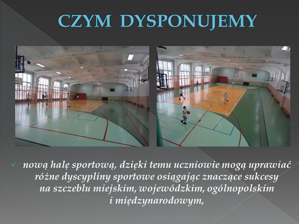 nową halę sportową, dzięki temu uczniowie mogą uprawiać różne dyscypliny sportowe osiągając znaczące sukcesy na szczeblu miejskim, wojewódzkim, ogólno